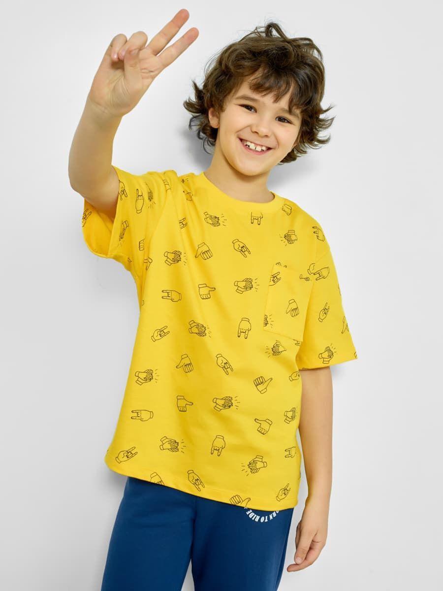 Яркая футболка с карманом от Mark Formelle