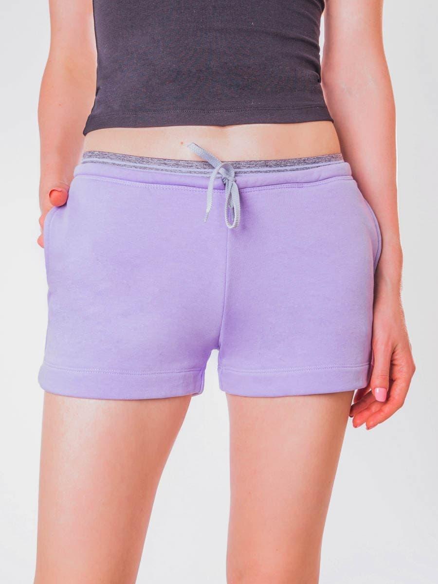 Фото - ШОРТЫ ЖЕНСКИЕ от Mark Formelle фиолетового цвета